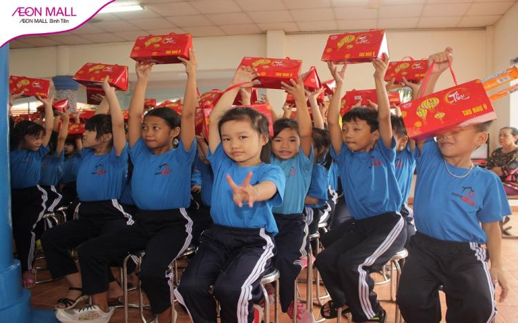 """AEON MALL Bình Tân cùng """"Chiếc hộp hạnh phúc"""" thắp sáng nụ cười các bé thiếu nhi tại mái ấm Maison Chance"""